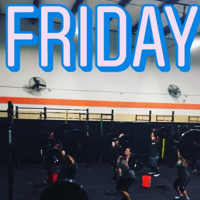 Bars are clangin' and bangin' @hidden_alley_crossfit